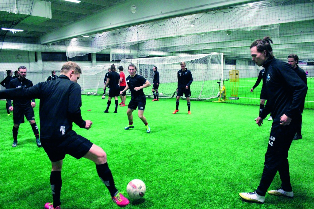 Det nya laget i Piteå, FC Munkan, värmer upp inför sommarsäsongen.